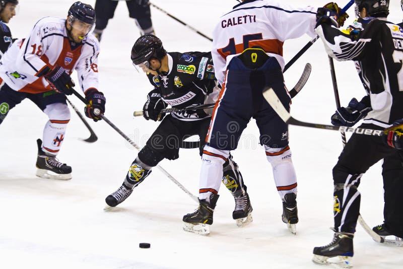 Игра хоккея Милан - Pontebba стоковые фото