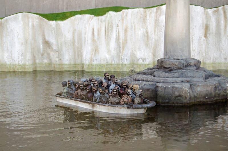 Игра шлюпки переселенцев, Dismaland стоковая фотография