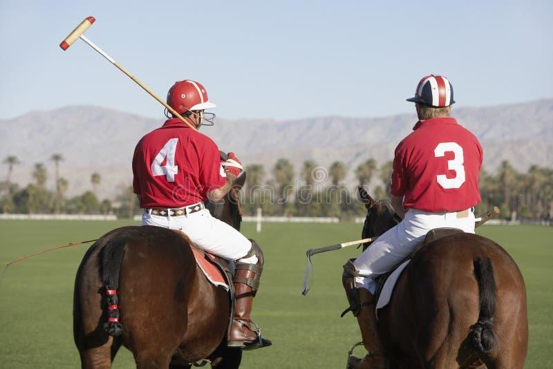 Игроки поло установленные на лошадях стоковые фотографии rf