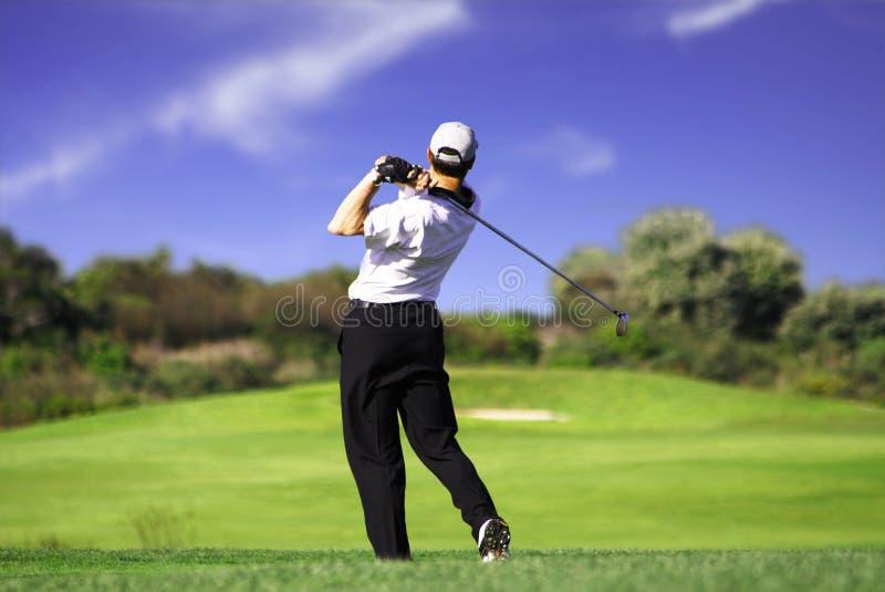 игрок в гольф c с teeing стоковое изображение