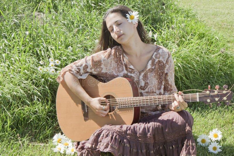 Игрок гитары Hippie стоковые фото