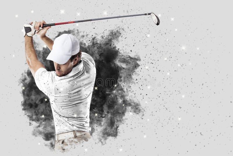 Игрок гольфа приходя из взрыва дыма стоковое изображение