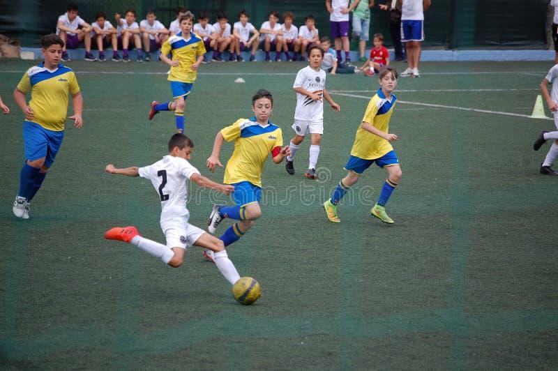 Игрок детенышей футбола стоковая фотография rf