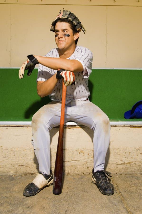 Игрок сидя в землянке стоковые фото