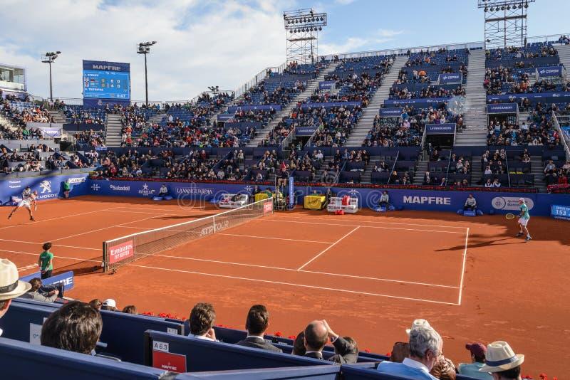 Игрок Nishikori-Tsitsipas в Барселоне раскрывает, ежегодный теннисный турнир для мужского профессионального игрока стоковое фото
