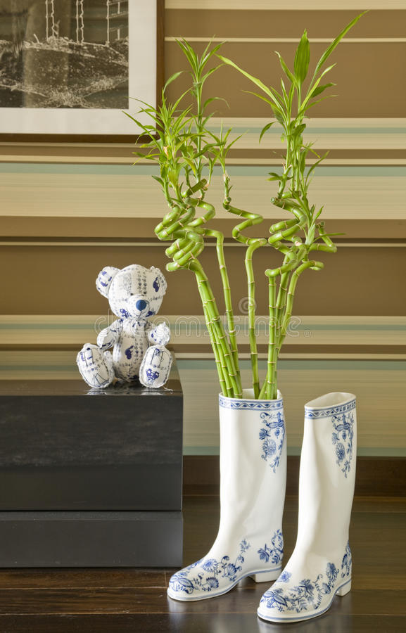 Download игрушечный Gumboots медведя Стоковое Изображение - изображение насчитывающей деталь, состав: 18377909