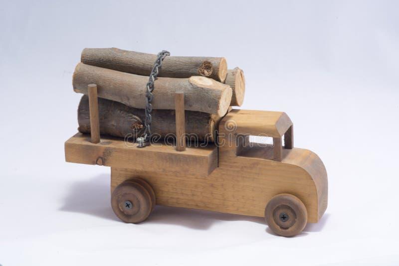 Игрушка деревянного ребенка тележки журнала стоковая фотография rf