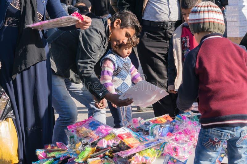 Игрушка Ирак детей ходя по магазинам стоковое фото