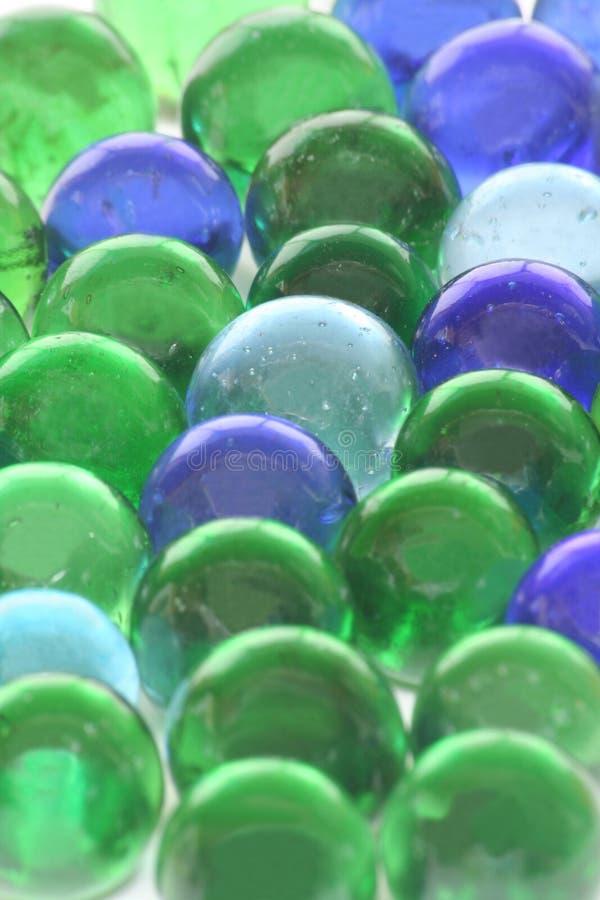 игрушка предпосылки стеклянными рециркулированная мраморами стоковое фото rf