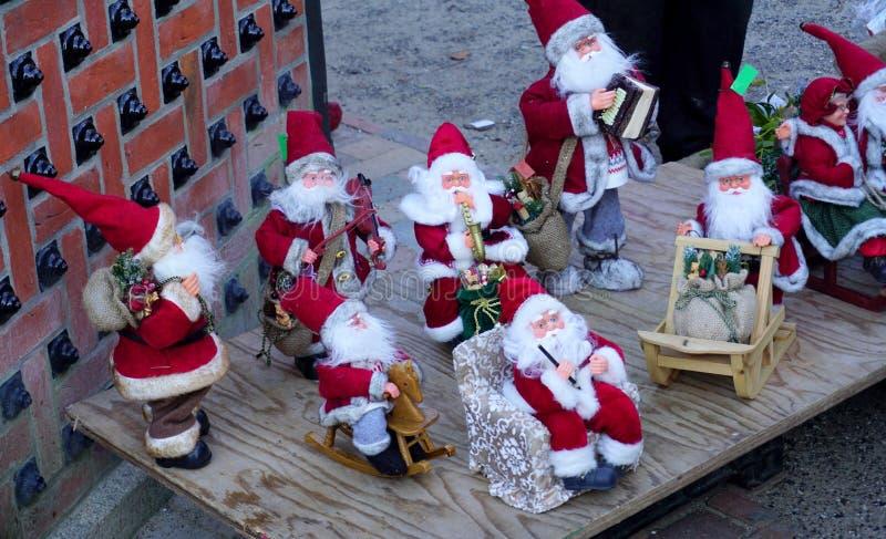Download игрушка claus santa стоковое изображение. изображение насчитывающей клаузулы - 81803671