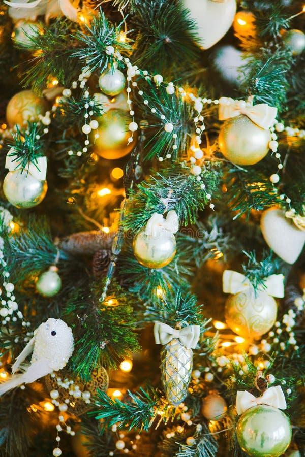 Игрушки на рождественской елке стоковая фотография rf