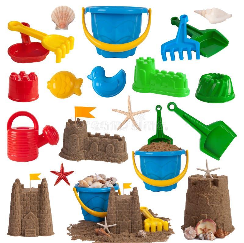 Игрушки пляжа и замоки песка стоковые фотографии rf