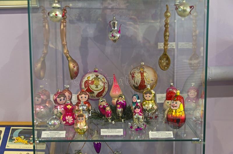 Игрушки рождества в форме кукол стоковая фотография rf