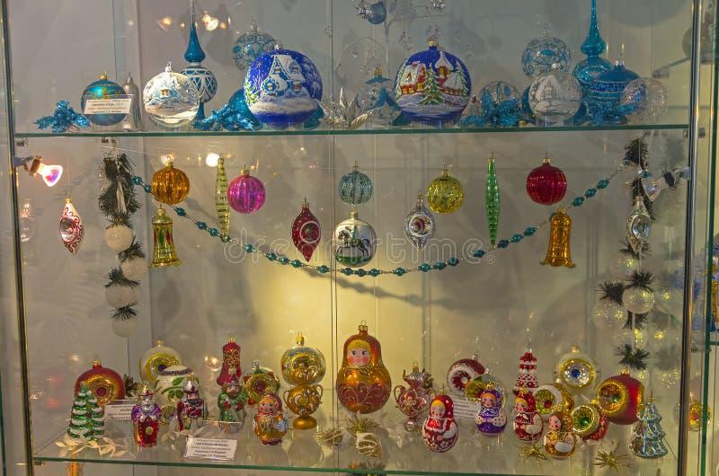 Игрушки рождества в форме кукол стоковое фото rf