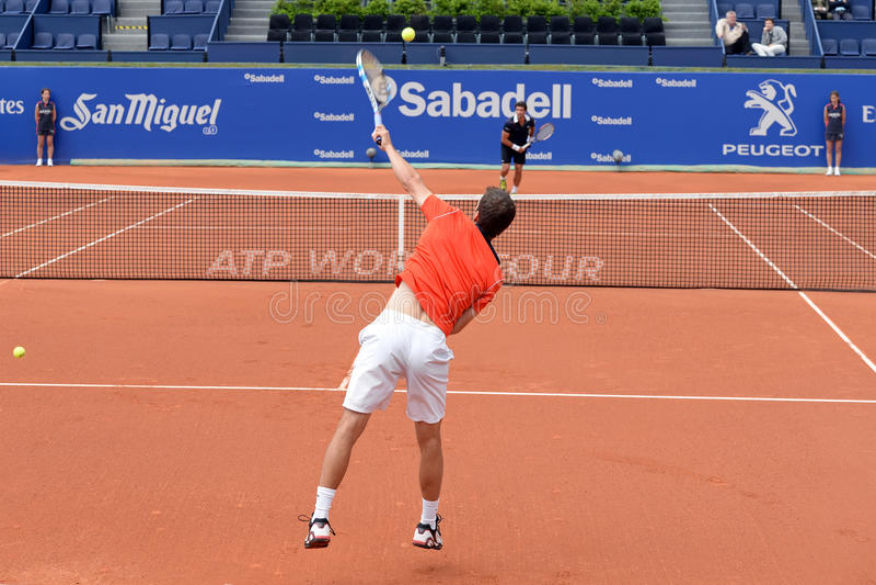 Игры Альберта Ramos Vinolas (испанского теннисиста) на ATP Барселоне раскрывают турнир Сабадель Conde de Godo Banc стоковые изображения rf