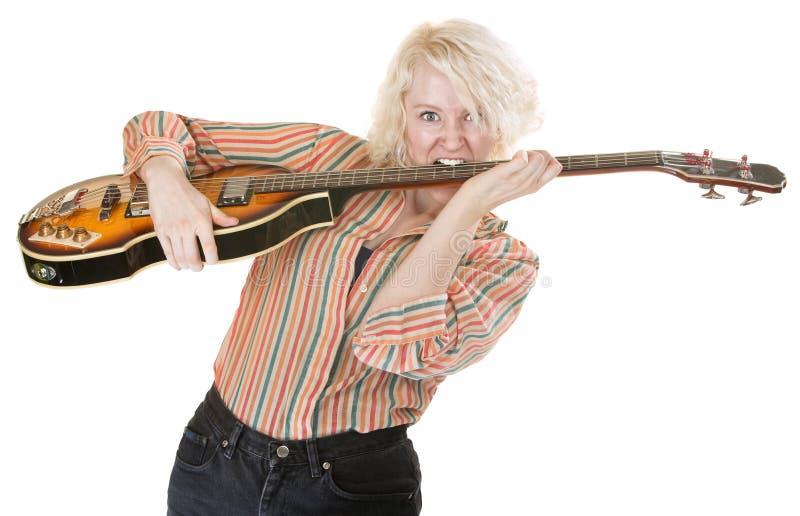 Игры гитариста с зубами стоковые фотографии rf