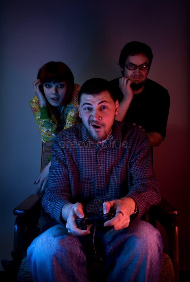 игры друзей играя видео стоковые изображения rf