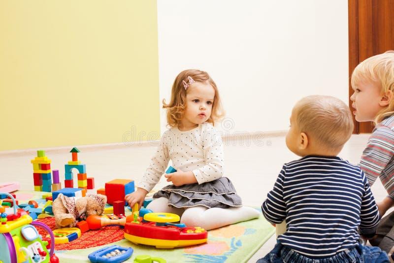 Игры на детском саде стоковые изображения