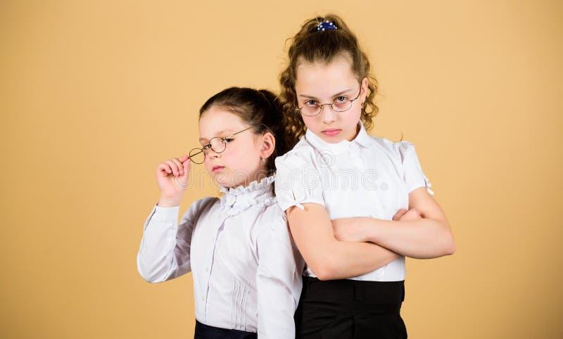 Идеальная и старательная концепция Образование что остается после того как забывать чего одно учило в школе Девушки стоковые фотографии rf