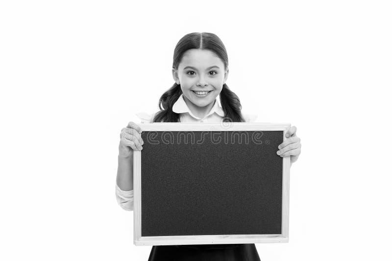 Идеальная школьница Счастливая школьная форма носки девушки r Волосы зрачка школьницы усмехаясь длинные Старательный стоковое изображение rf