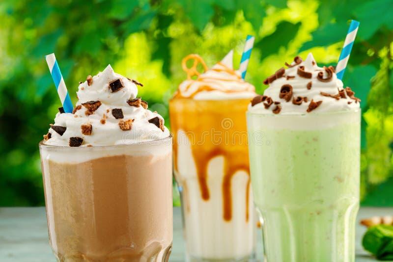 Идеальные домодельные толстые milkshakes стоковое фото rf