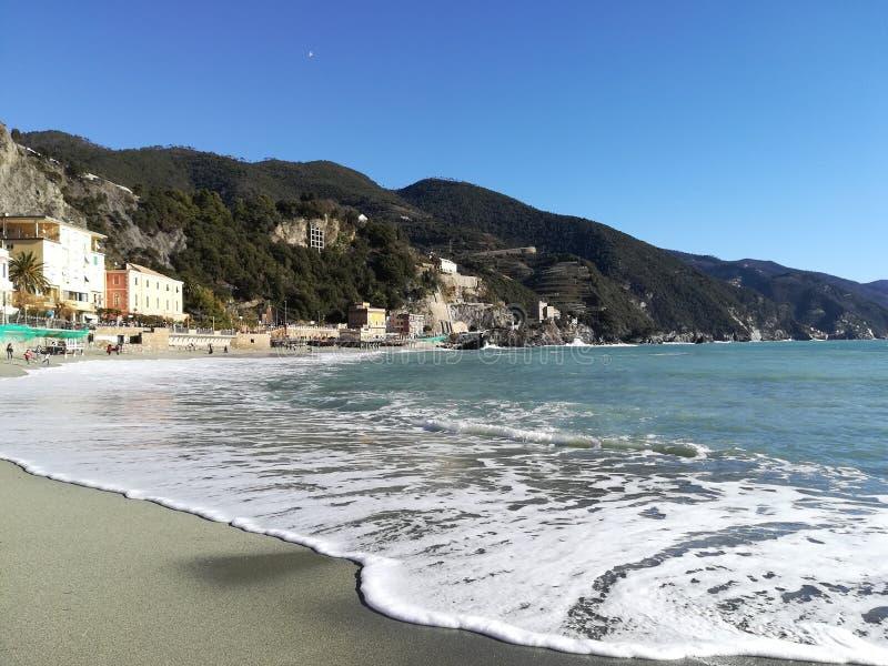 Идеальный день в Cinque Terre, Италия стоковые фотографии rf