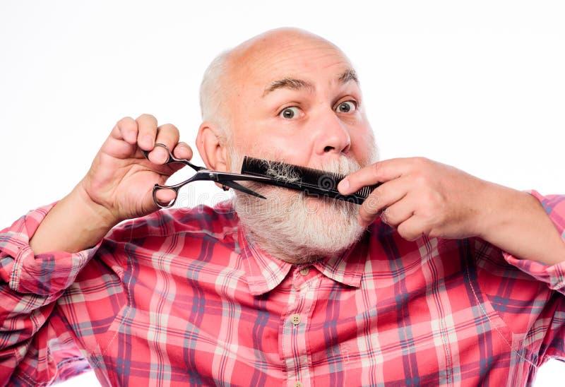 Идеальный мужчина E брить аксессуары небритый старик имеет усик и бороду отрежьте и волосы щетки стоковое фото rf