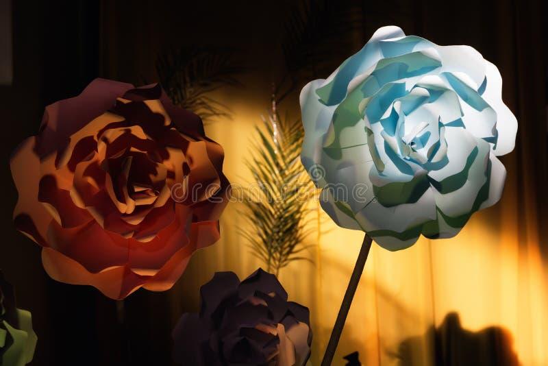 Идеи украшения бумажных цветков стоковые фотографии rf