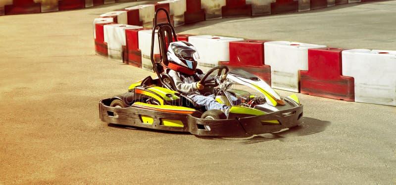 Идет kart, karting гонка оппозиции гонки скорости соперничающая внешняя, racin стоковые изображения rf