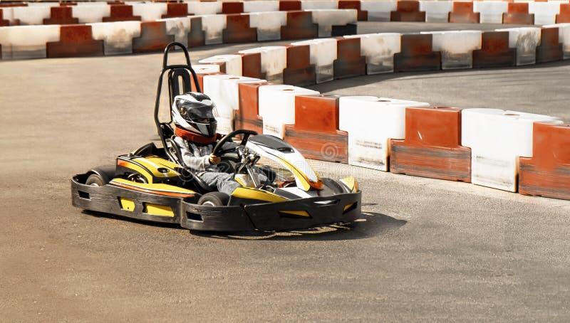 Идет kart, karting гонка оппозиции гонки скорости соперничающая внешняя, racin стоковое фото