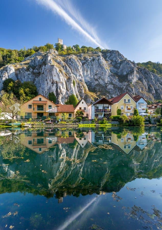 Идилличная деревня Essing - ¼ hltal, Бавария Altmà стоковая фотография rf