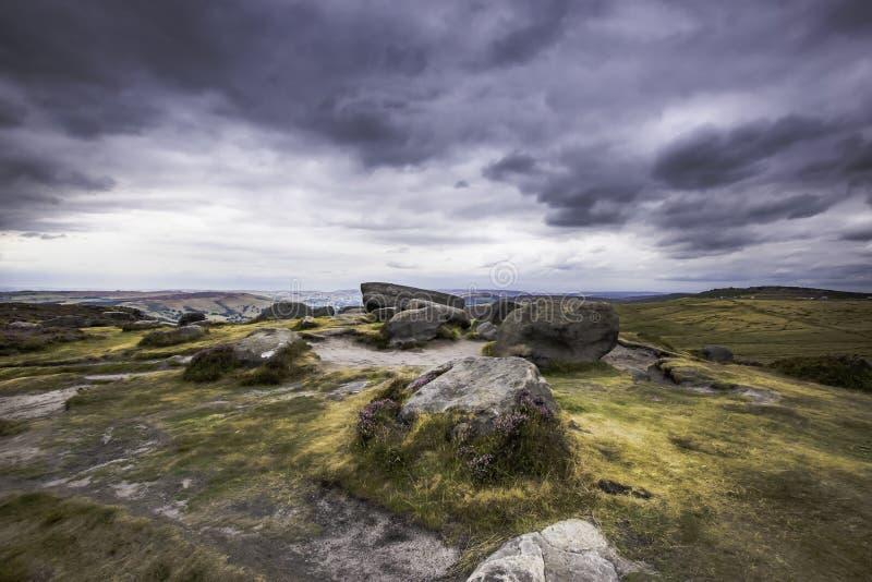 Идилличный ландшафт пикового национального парка района, Дербишира, Великобритании стоковое изображение rf