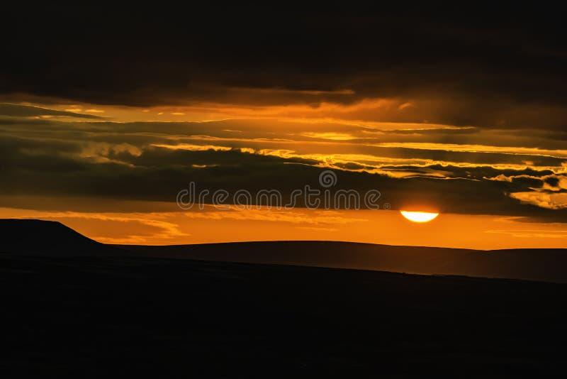 Идилличный ландшафт пикового национального парка района, Дербишира, Великобритании стоковые фотографии rf