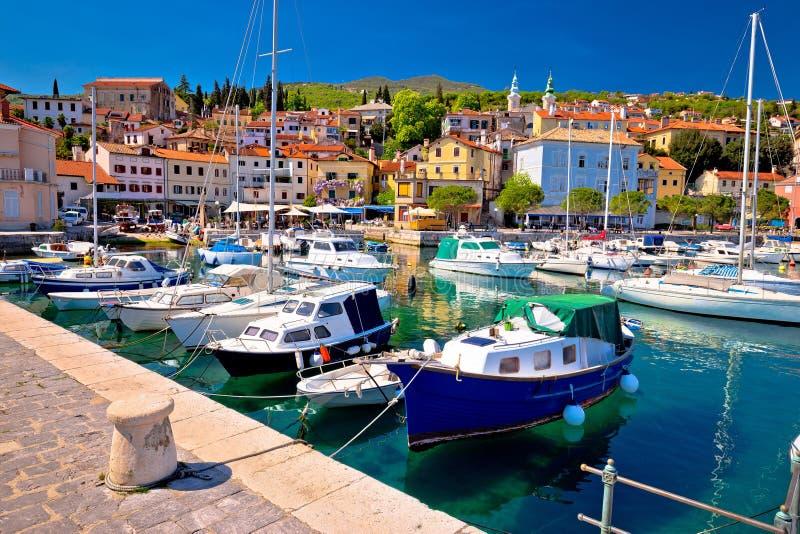 Идилличный среднеземноморской портовый район в деревне Volosko стоковые фото