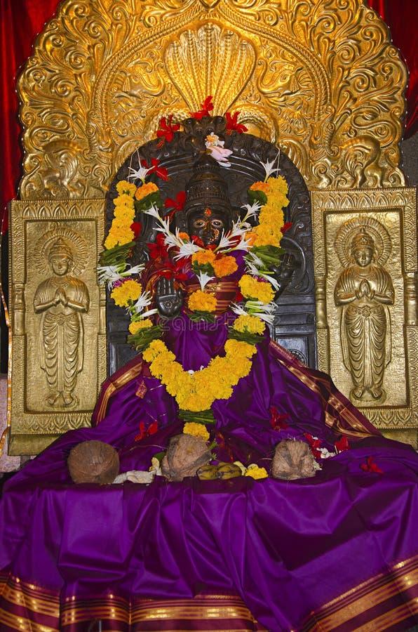 Идол богини Karanjeshwari Внутренний взгляд виска Размещенный около Guhagar Konkan махарастра стоковое изображение rf