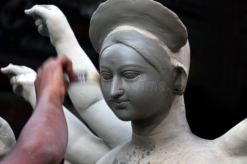 Идол глины индусской богини Devi Durga Идол индусской богини Durga во время подготовок в Kolkata стоковые изображения