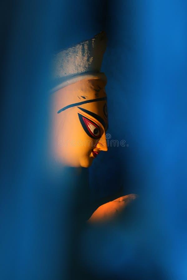 Идол глины индусской богини Devi Durga Идол индусской богини Durga во время подготовок в Kolkata стоковая фотография