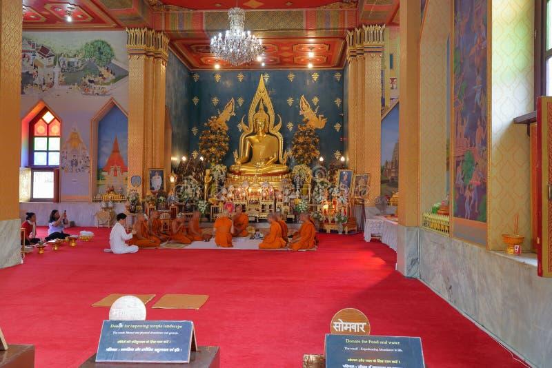 Идол лорда Будды, тайский монастырь, gaya bodh, Индия стоковое изображение