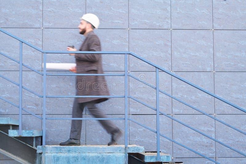 Идти вдоль стены стоковое фото rf