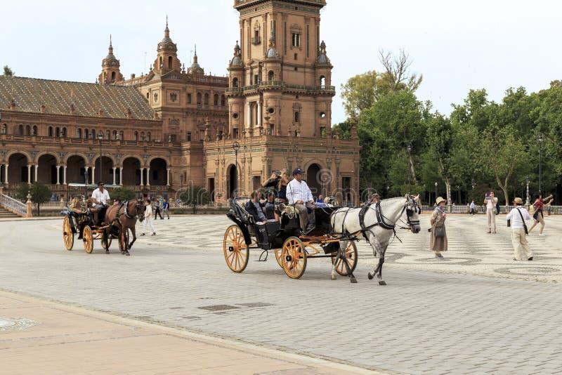 Идти в экипажей лошади в Севилье стоковое изображение rf