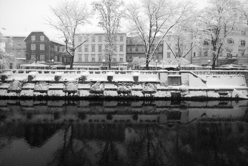 Download идти снег ljublana стоковое изображение. изображение насчитывающей река - 18389027
