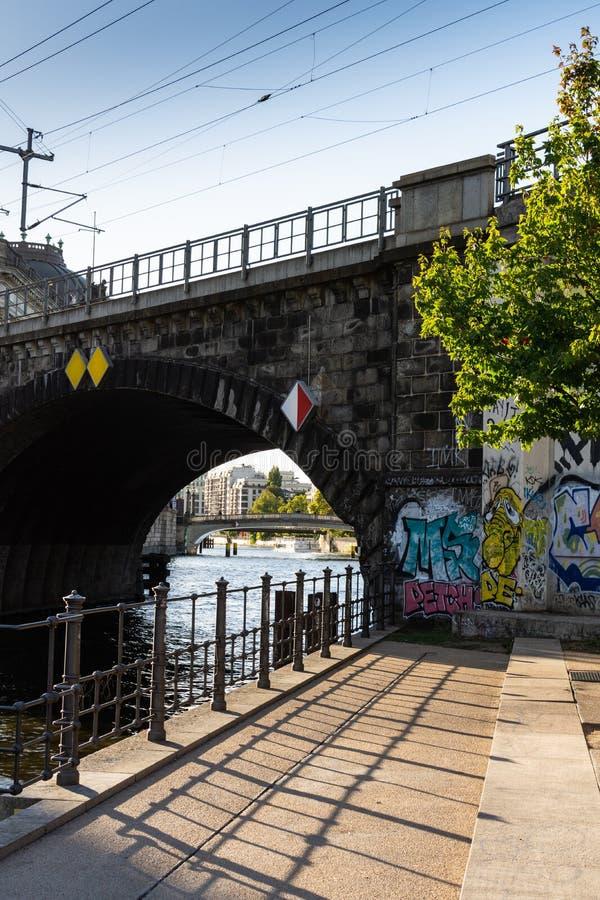 Идти через улицы Берлина стоковая фотография