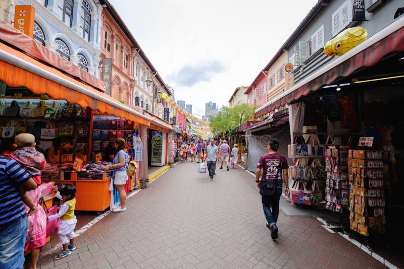 Идя улица в Чайна-тауне, Сингапуре стоковое изображение