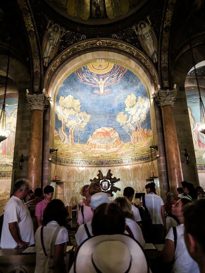 ИЕРУСАЛИМ, ИЗРАИЛЬ - 13-ОЕ ИЮЛЯ 2015: Потолок мозаики в церков всех наций (базилики агонии) стоковая фотография