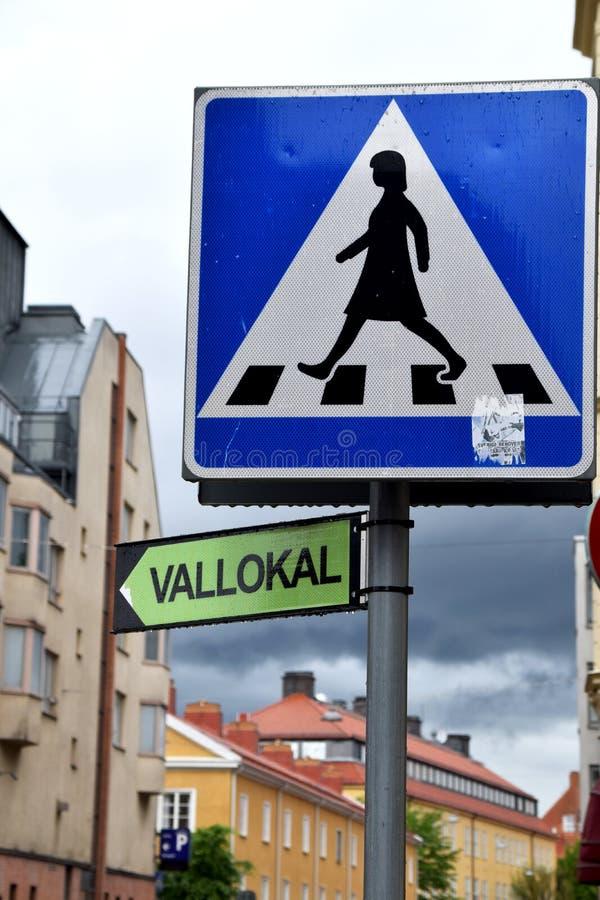 Избирательный участок подписывает внутри шведское в городе на день выборов стоковое фото rf