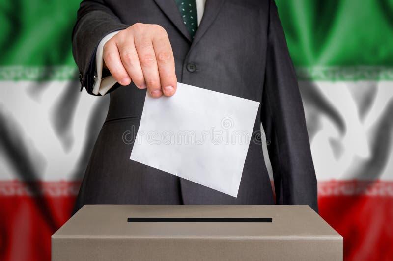 Избрание в Иране - голосующ на урне для избирательных бюллетеней стоковая фотография rf