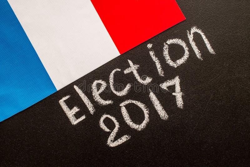 Избрание 2017 на доске мела и французском флаге стоковое изображение