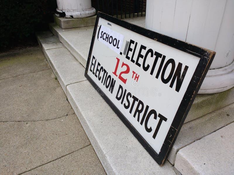 Избрание школы, избирательный участок, резерфорд, NJ, США стоковые фото
