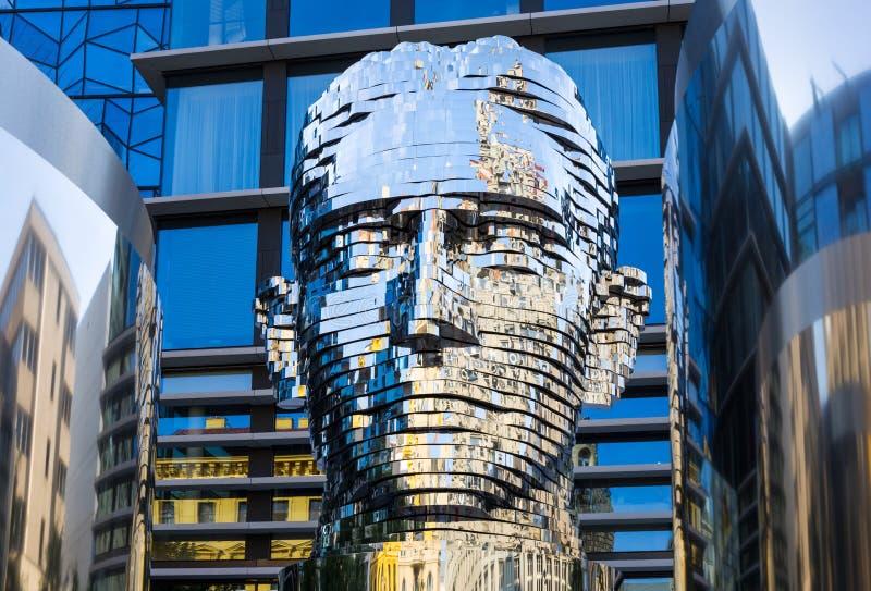 Изваяйте ` Metalmorphosis ` чехословакским художником Дэвидом Cerny стоковое фото