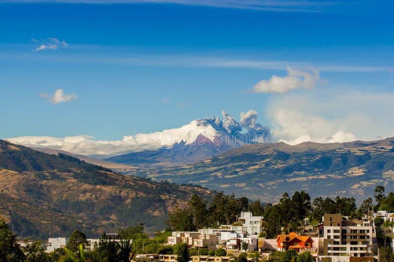 Извержение вулкана Котопакси в эквадоре, южном стоковые изображения rf
